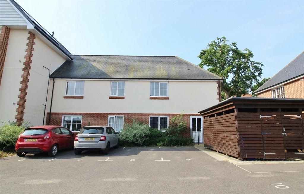 2 Bedrooms Flat for sale in The Spinney, Uckfield, East Sussex
