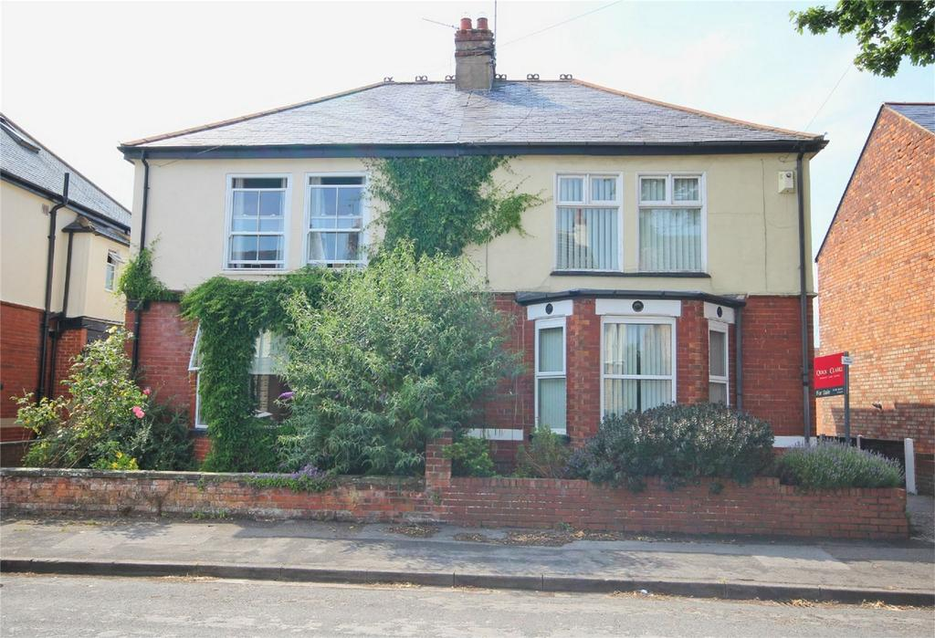 4 Bedrooms Semi Detached House for sale in Carisbrooke Avenue, Cottingham, East Riding of Yorkshire