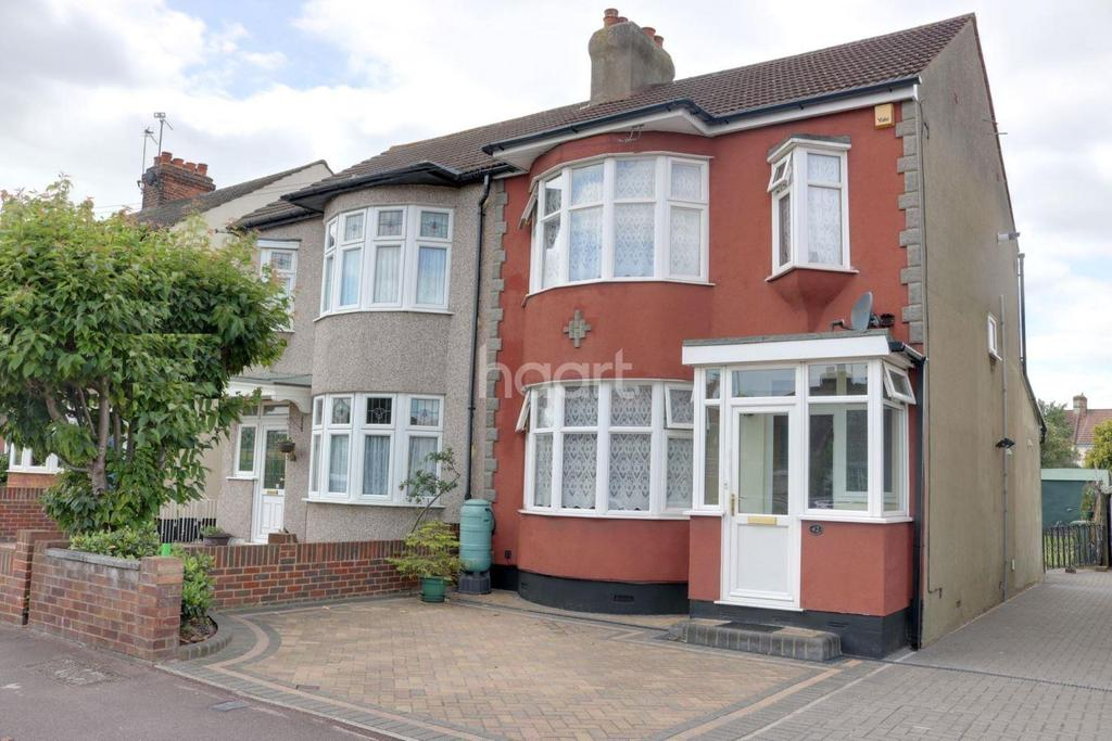 3 Bedrooms Semi Detached House for sale in Lilac Gardens, Romford