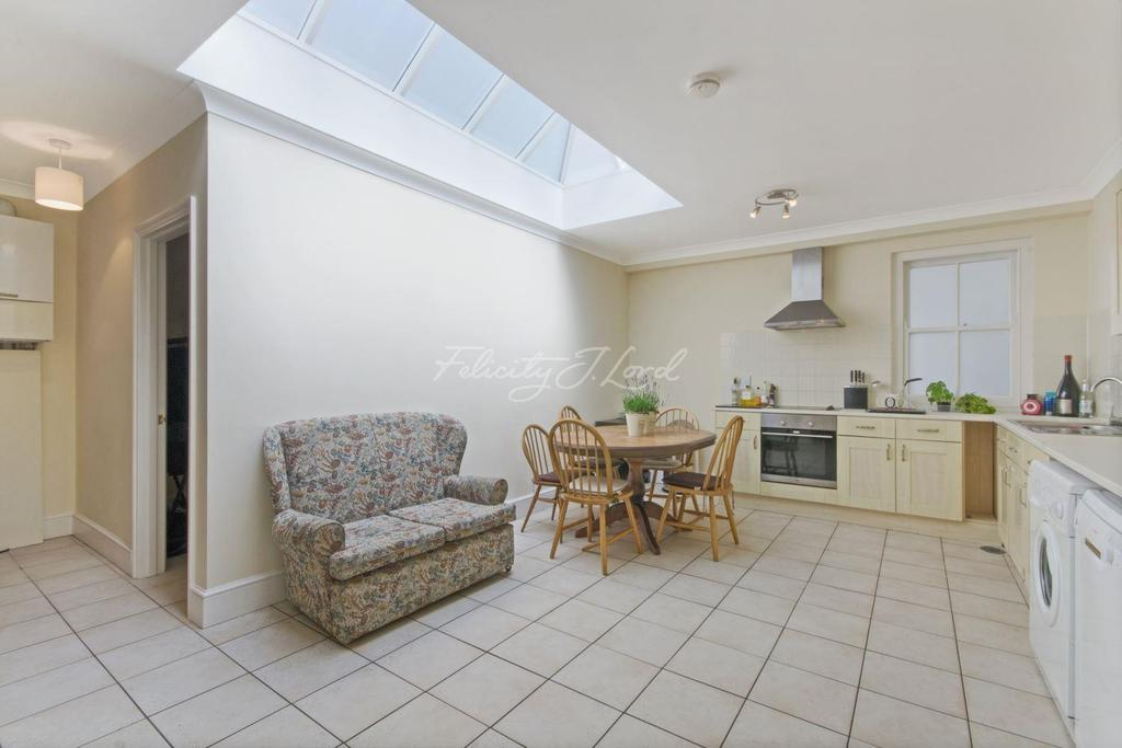 3 Bedrooms End Of Terrace House for sale in Steels Lane, London, E1