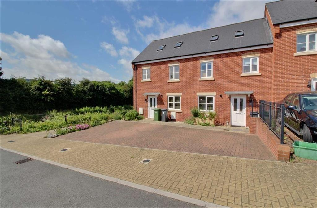 3 Bedrooms Terraced House for sale in Hoopers Yard, Stroud, Gloucestershire
