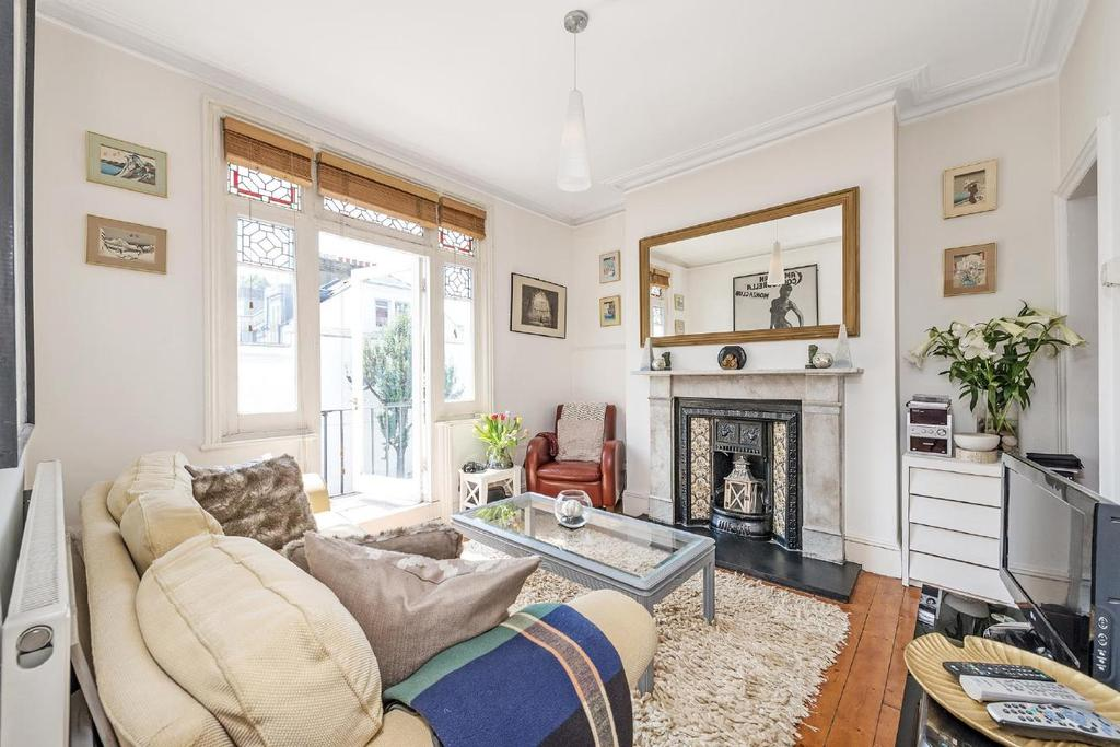 1 Bedroom Flat for sale in Margravine Gardens, Barons Court, W6