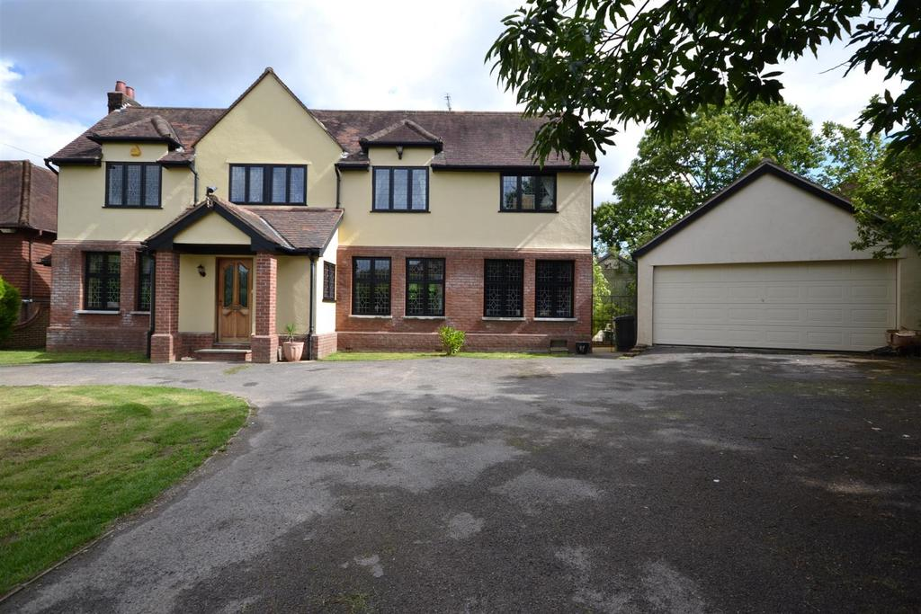 5 Bedrooms Detached House for sale in Danbury
