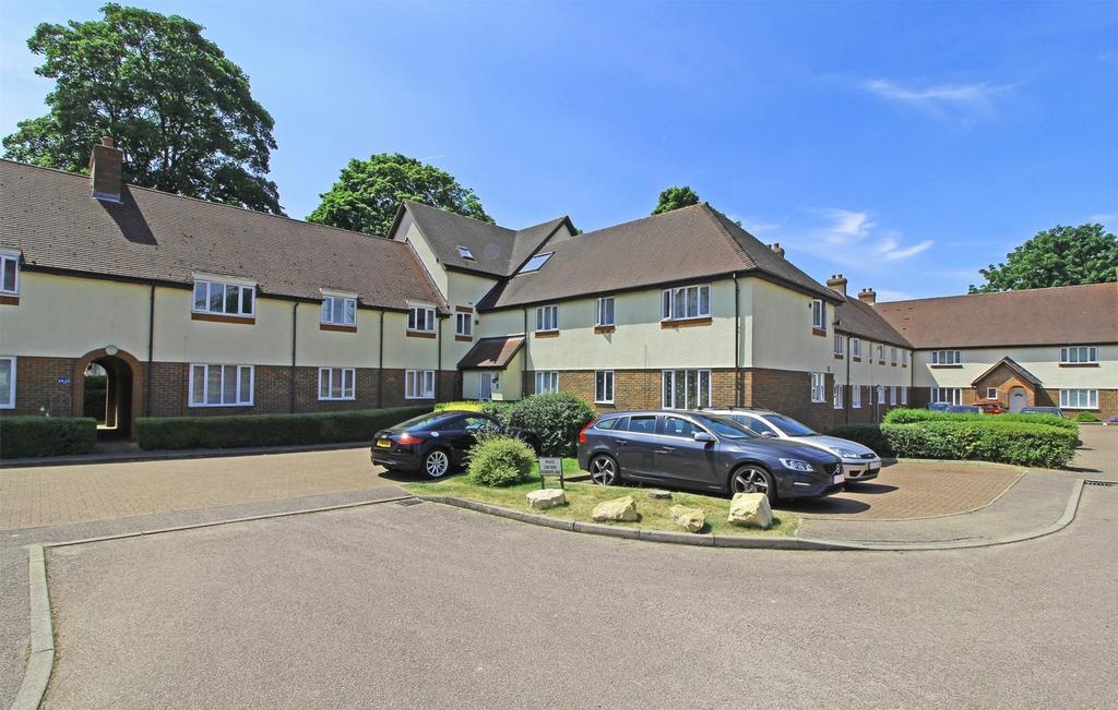 2 Bedrooms Flat for sale in Gillison Close, Letchworth Garden City, Hertfordshire