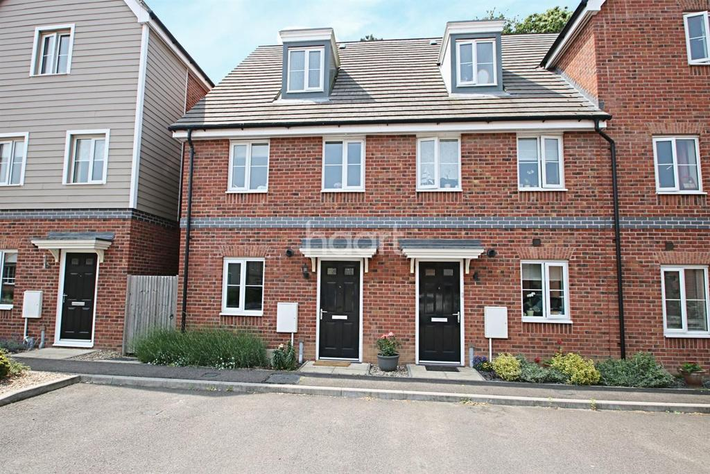 3 Bedrooms Terraced House for sale in Hares Close