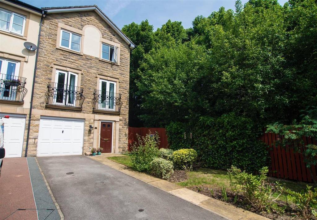 4 Bedrooms Town House for sale in Bluehills Lane, Lower Cumberworth, Huddersfield