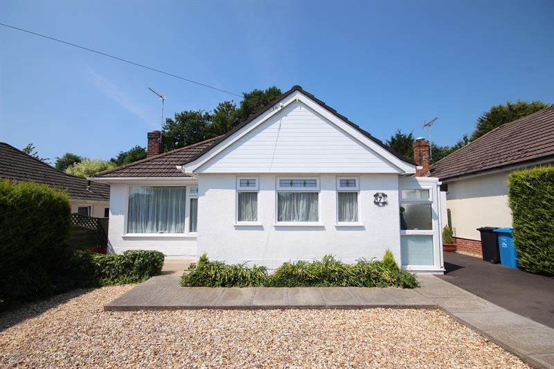 2 Bedrooms Detached Bungalow for sale in Holland Way, Broadstone