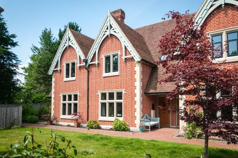 2 Bedrooms Terraced House for sale in Belmont Road, Uckfield