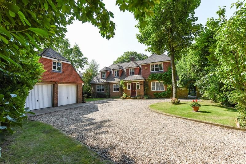 5 Bedrooms Detached House for sale in Millway Road, Andover
