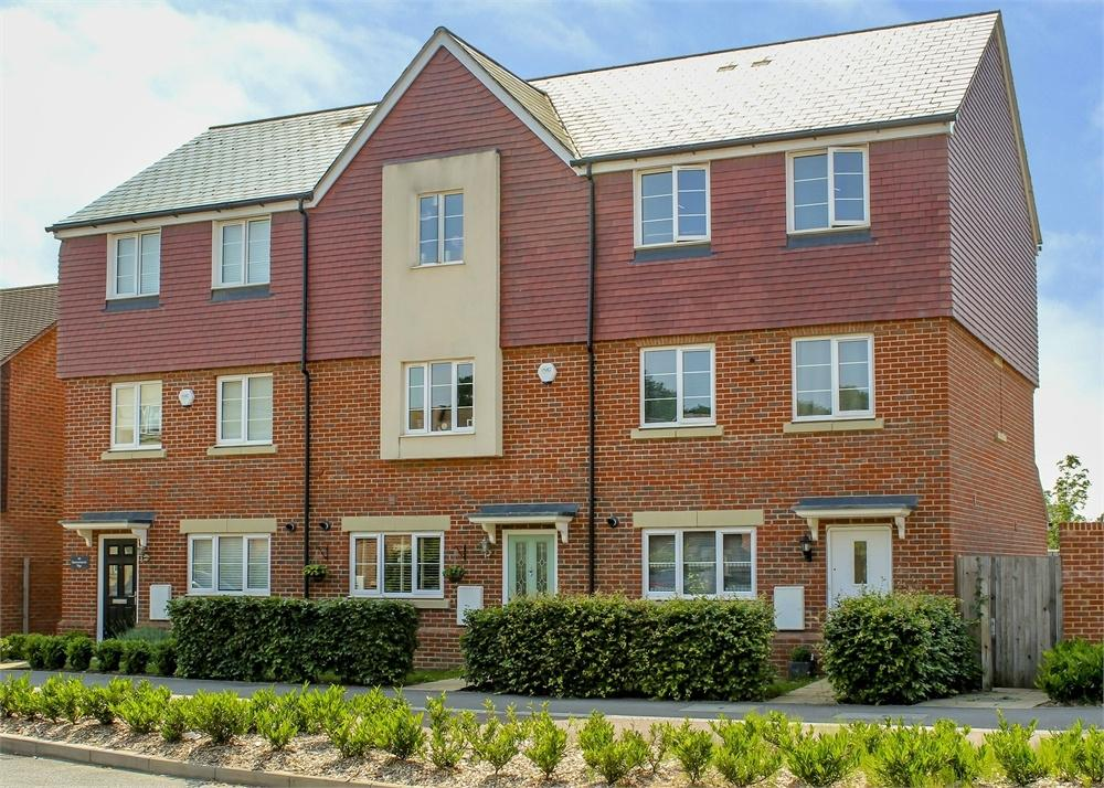 4 Bedrooms Town House for sale in Sparrowhawk Way, Bracknell, Berkshire