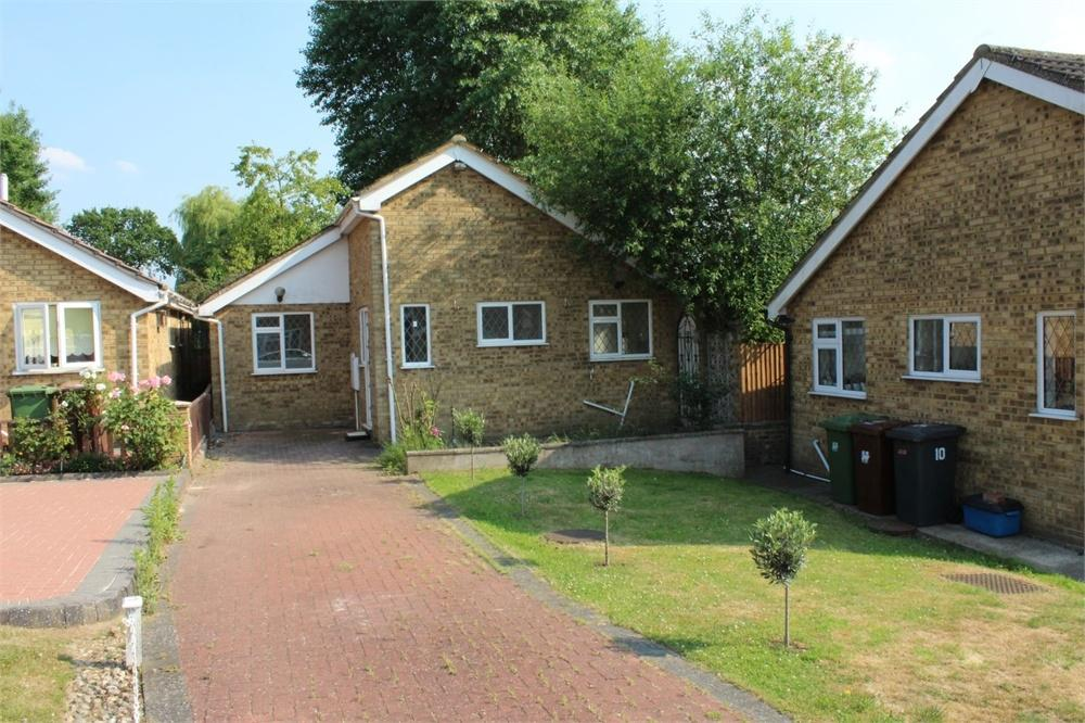 2 Bedrooms Detached Bungalow for sale in Kent Close, BOREHAMWOOD, Hertfordshire