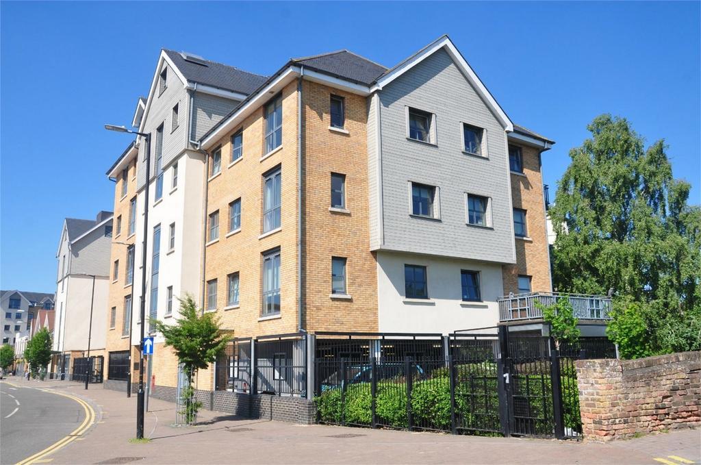 2 Bedrooms Flat for sale in 49 Riverside Wharf, Riverside, Bishop's Stortford