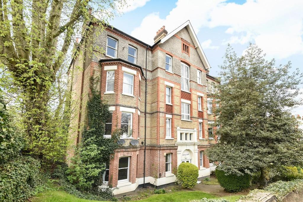 2 Bedrooms Flat for sale in Queens Garth, Taymount Rise, Forest Hill, SE23