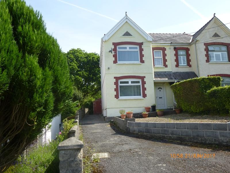 4 Bedrooms Semi Detached House for sale in Grenig Road, Glanamman, Ammanford, Carmarthenshire.