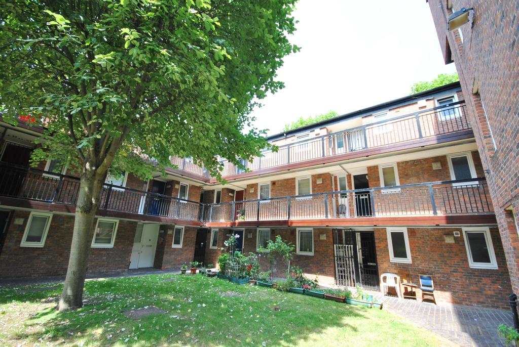 1 Bedroom Flat for sale in Langdale Close Walworth SE17