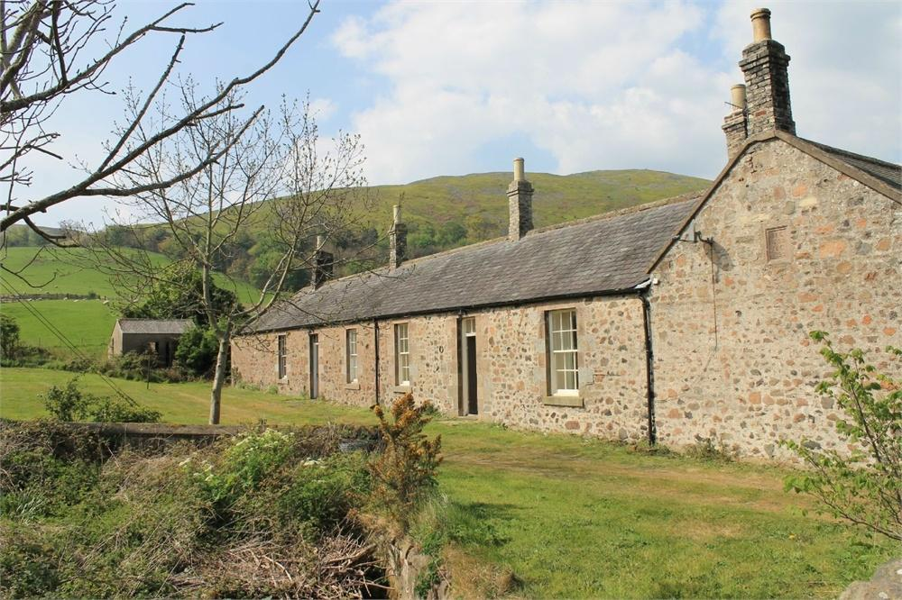 3 Bedrooms Cottage House for sale in 2 The Square, Akeld, Wooler, Northumberland