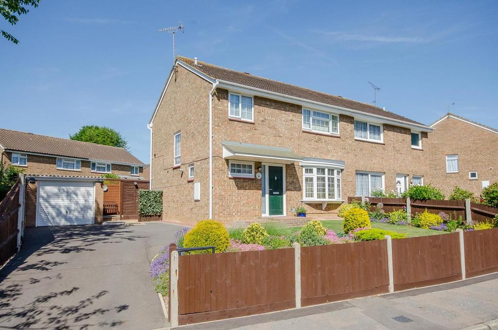 3 Bedrooms Semi Detached House for sale in Betsham Road, Maidstone, Kent