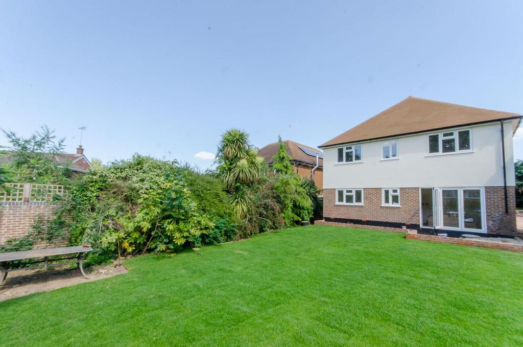 4 Bedrooms Detached House for sale in Lavanbury Close, Loose , Maidstone, Kent
