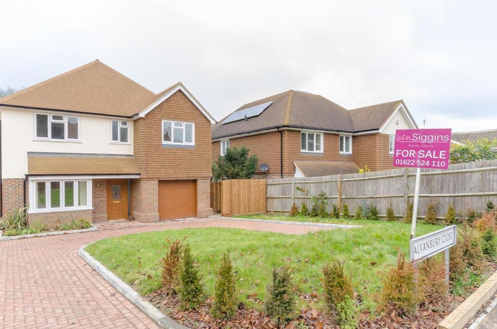 4 Bedrooms Detached House for sale in Alvanbury Close, Loose , Maidstone, Kent