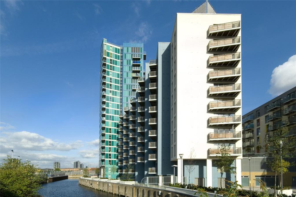 2 Bedrooms Flat for sale in George Hudson Tower, 28 High Street, London, E15