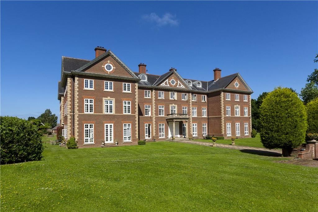3 Bedrooms Penthouse Flat for sale in Warnham Manor, Ends Place, Horsham, West Sussex, RH12
