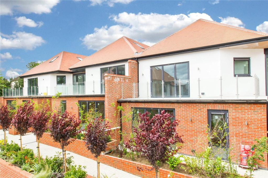 2 Bedrooms Flat for sale in Eden Lodges, Chigwell, Essex, IG7