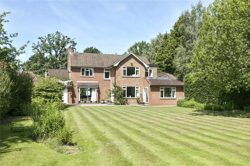 4 Bedrooms Detached House for sale in Oak Road, Cobham, Surrey, KT11