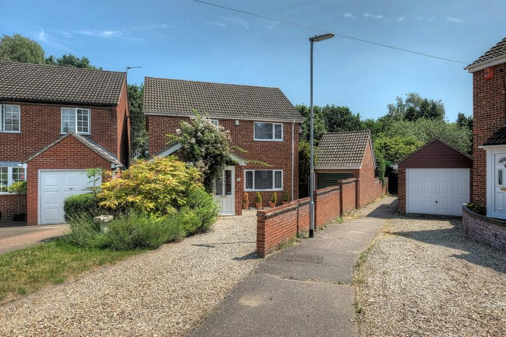 3 Bedrooms Detached House for sale in Sheridan Close, Drayton, Norwich, Norfolk