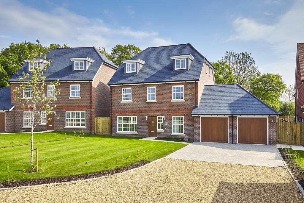 5 Bedrooms Detached House for sale in Storrington Road, Thakeham
