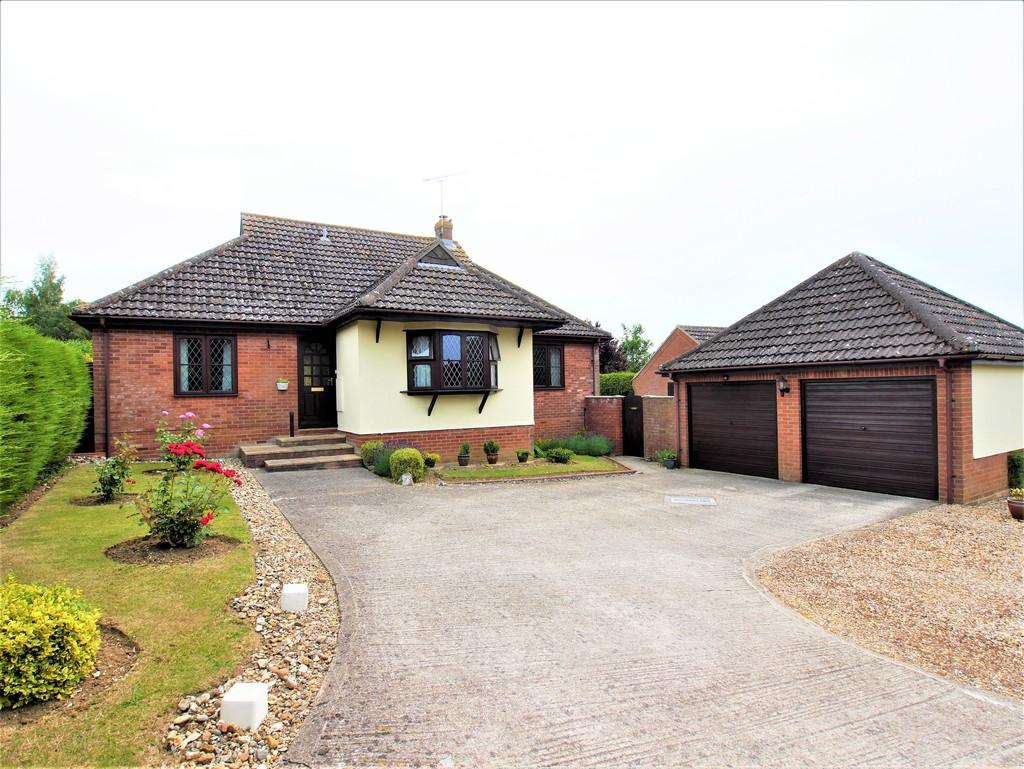 3 Bedrooms Detached Bungalow for sale in Keepers, Lower Farm Road, Ringshall, Stowmarket, Suffolk, IP14 2JE