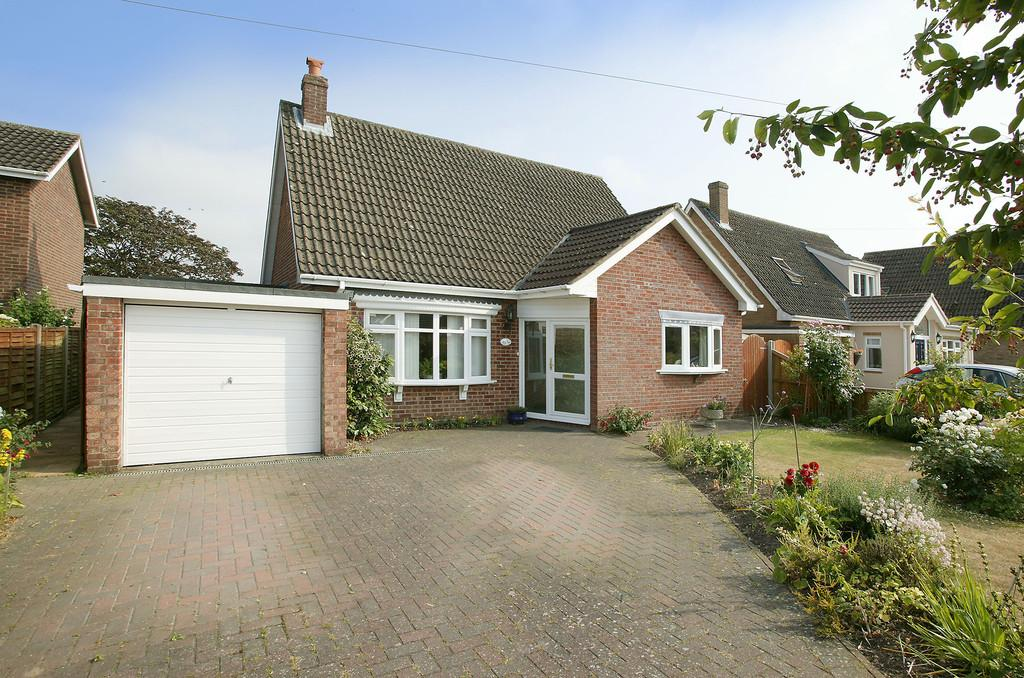 3 Bedrooms Chalet House for sale in Park Close, Hethersett