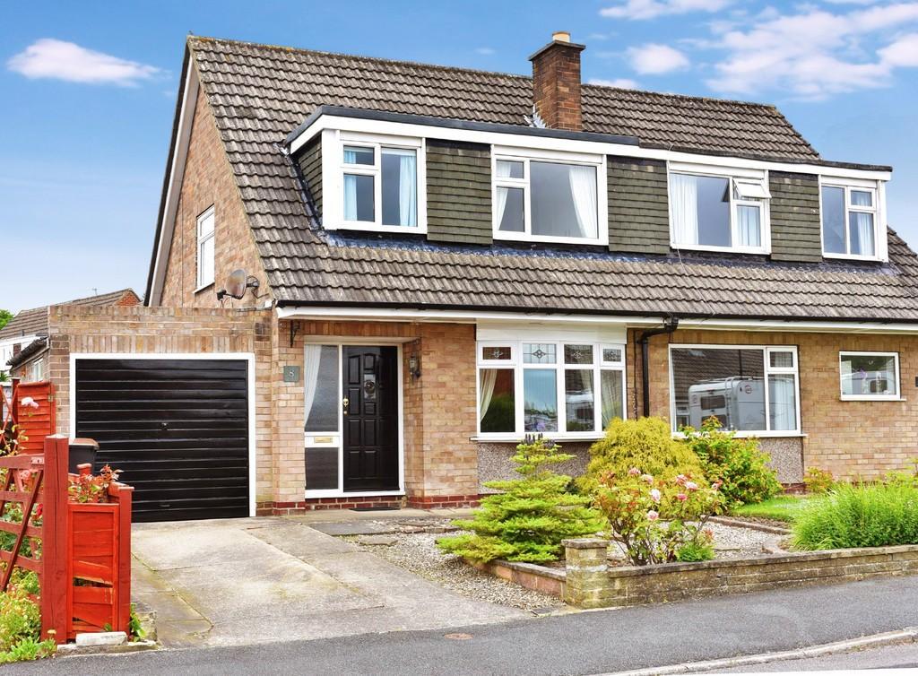 3 Bedrooms Semi Detached House for sale in Links Way, Harrogate