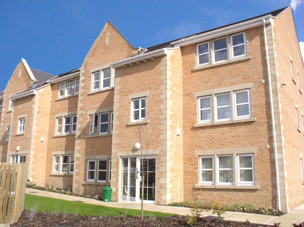 3 Bedrooms Apartment Flat for sale in Henshaw Mews, Yeadon, Leeds, West Yorkshire