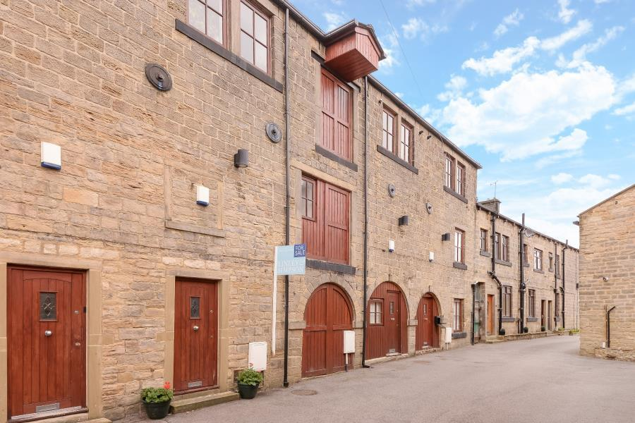 2 Bedrooms Town House for sale in HALEYS YARD, LEEDS, LS13 3LA