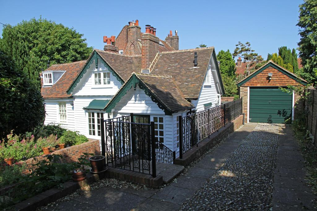 2 Bedrooms House for sale in Castle Street, Winchelsea, East Sussex TN36 4EL