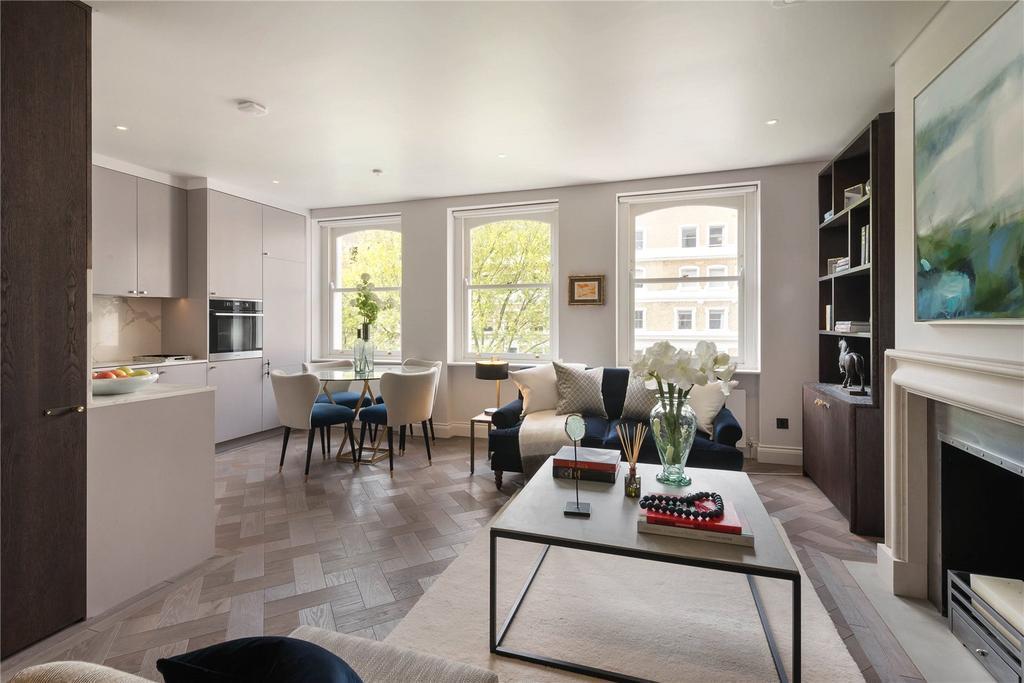 2 Bedrooms Flat for sale in Beaufort Gardens, London