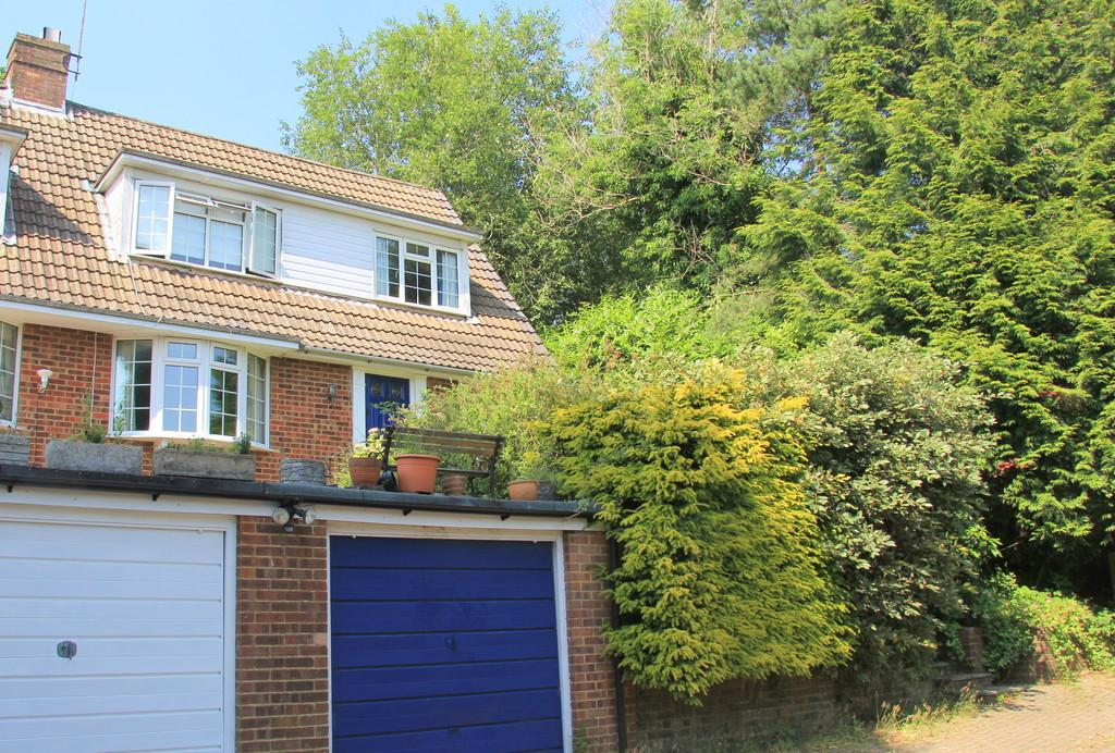 3 Bedrooms Semi Detached House for sale in Mutton Hall Hill, Heathfield