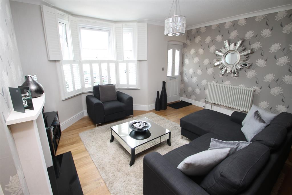 2 Bedrooms Terraced House for sale in Gloucester Road, Dartford, Kent, DA1 3DJ