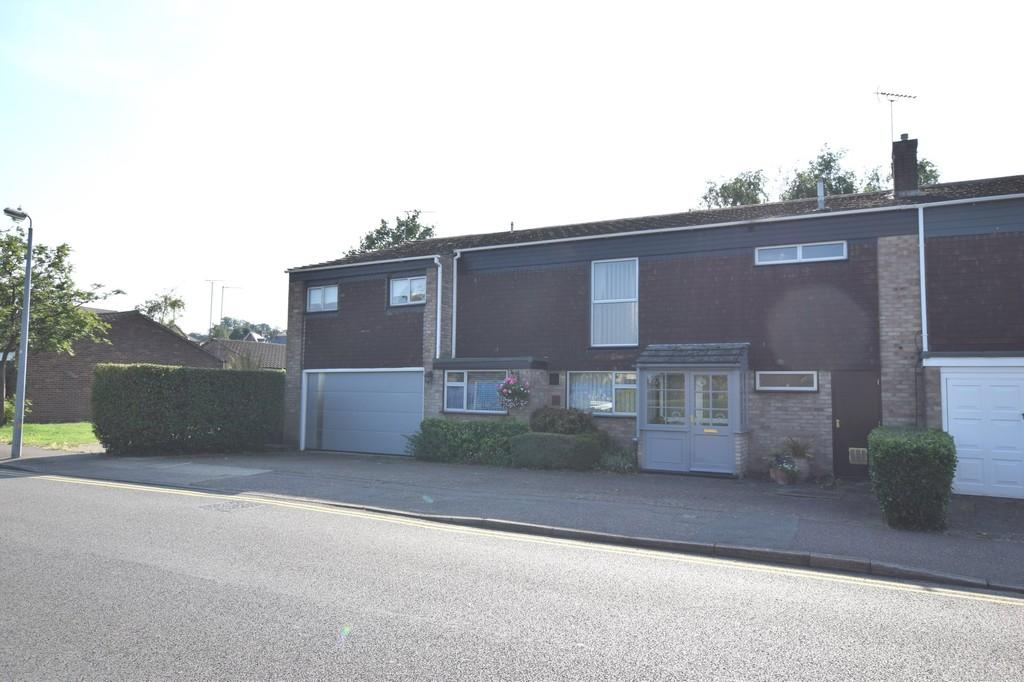 3 Bedrooms Semi Detached House for sale in Guildford Road, Colchester
