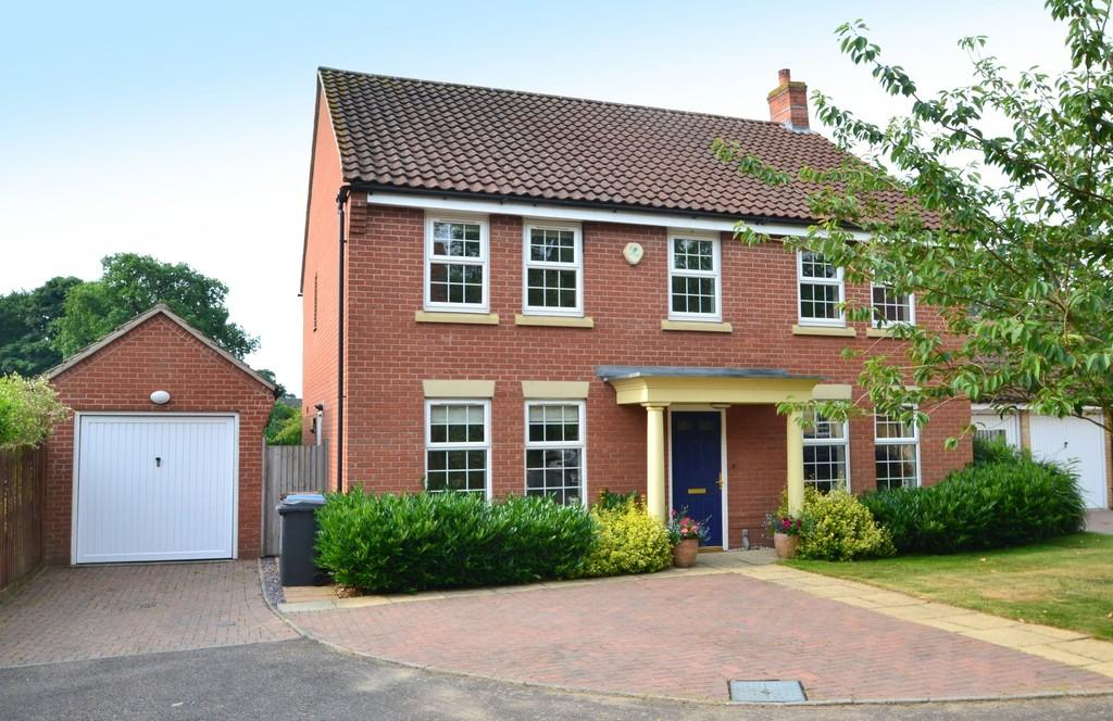 4 Bedrooms Detached House for sale in Stone Lodge Lane, Ipswich, Suffolk