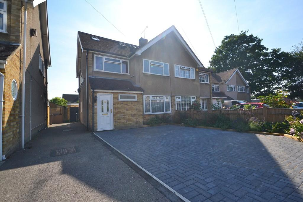 4 Bedrooms Semi Detached House for sale in Penzance Close, Chelmsford