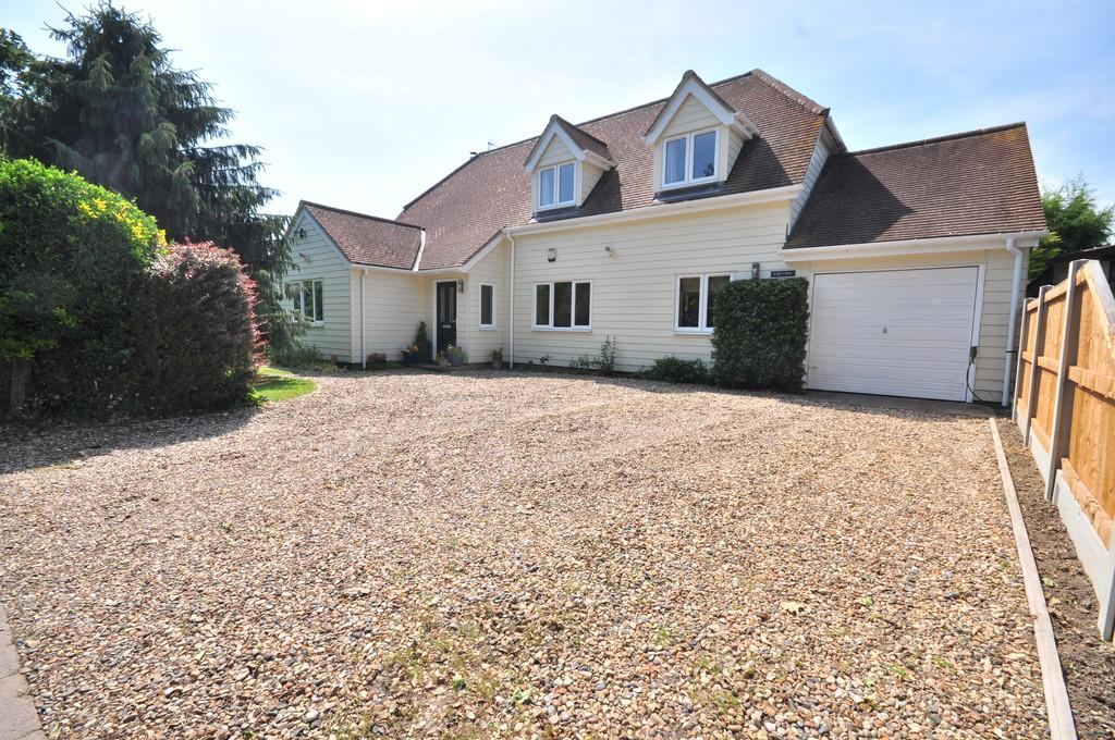 3 Bedrooms Detached House for sale in Straight Road, Boxted