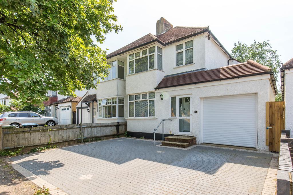 3 Bedrooms Semi Detached House for sale in Trenham Drive, Warlingham, Surrey, CR6 9RU