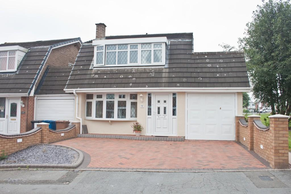 3 Bedrooms Link Detached House for sale in Mowbray Croft, Chase Terrace