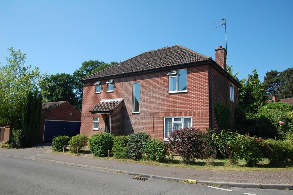 4 Bedrooms Detached House for sale in Moorhouse Close, Reepham