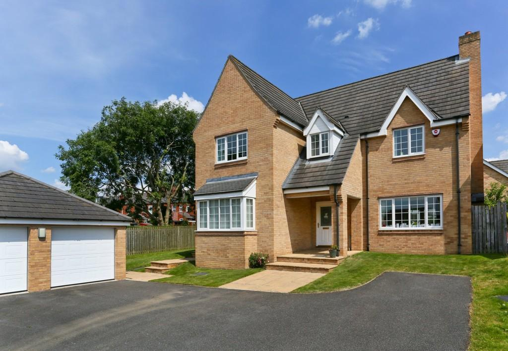 5 Bedrooms Detached House for sale in Stumps Close, St Johns Walk