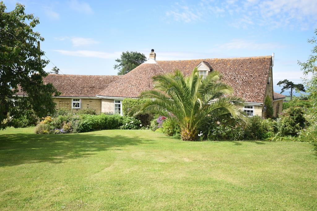 4 Bedrooms Detached House for sale in Hunnyhill, Brighstone