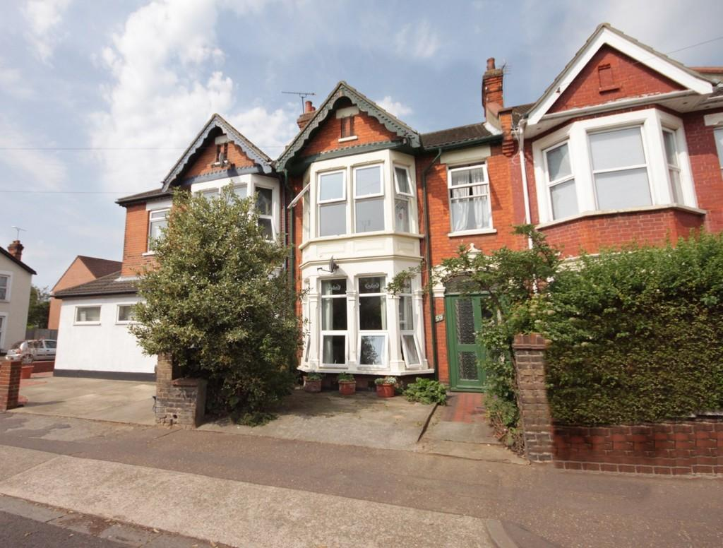3 Bedrooms Terraced House for sale in Christchurch Road, Southend-on-Sea