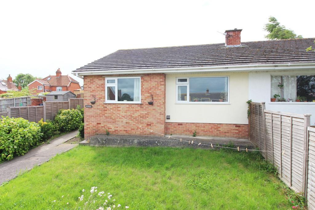 2 Bedrooms Semi Detached Bungalow for sale in Hill Head Close, Glastonbury