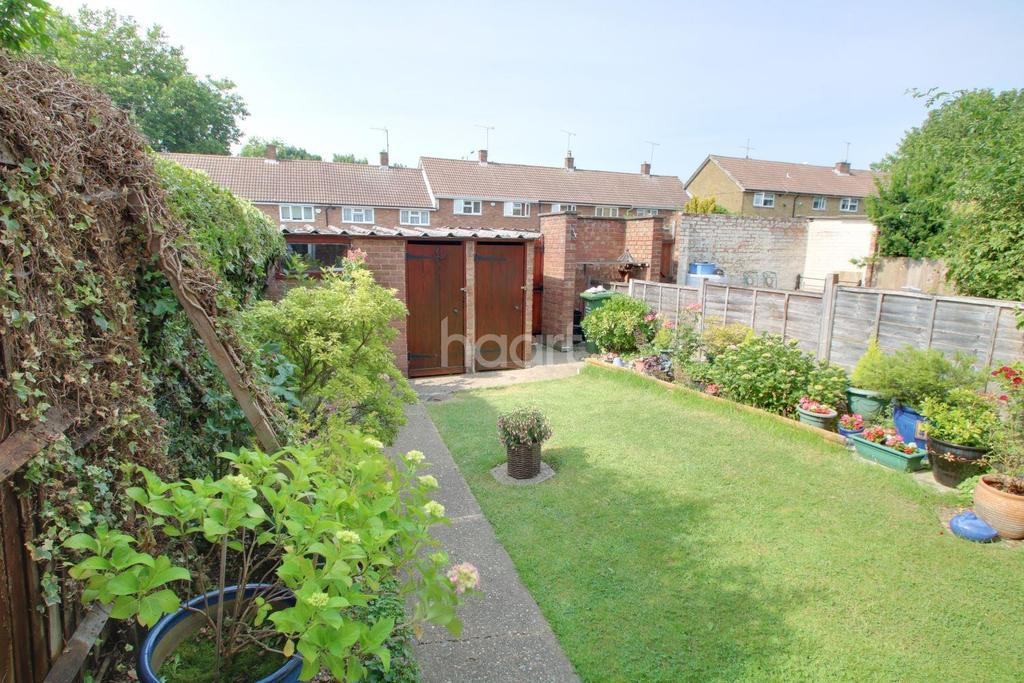 2 Bedrooms Terraced House for sale in Thistledown, Basildon